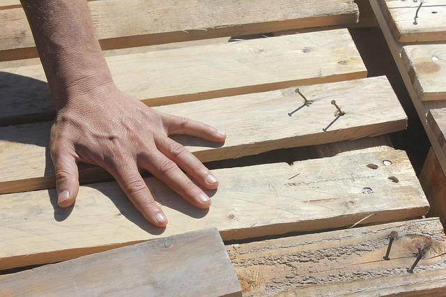 Comment choisir l'écart entre les lames de terrasse en bois ?