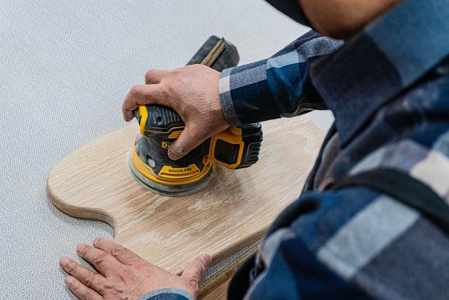 Comment réaliser l'entretien d'une lame de terrasse en bois ?